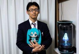 Japonês se casa com um holograma de '16 anos': VEJA VÍDEO