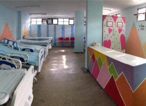 Enfermaria Pediátrica Ortotruma 01 1 300x218 - Ortotrauma reforma enfermaria pediátrica em parceria com Fundação Cidade Viva