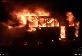 Polícia busca suspeitos de atearem fogo em cinco ônibus no fim de semana: VEJA VÍDEO