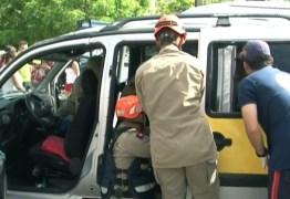 Acidente envolvendo veiculo de transporte escolar deixa três estudantes feridos, em João Pessoa