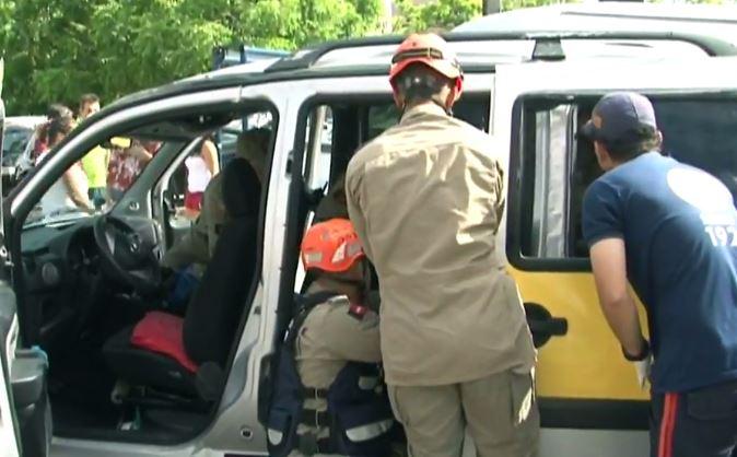 MANAIRA VAN ESCOLAR ferimento leve 2 manaira - Acidente envolvendo veiculo de transporte escolar deixa três estudantes feridos, em João Pessoa