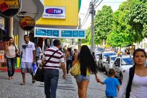 centro de joao pessoa pedestres comercio foto jose lins 4 300x200 - DIA DO TRABALHADOR: Confira o que abre e fecha neste feriado