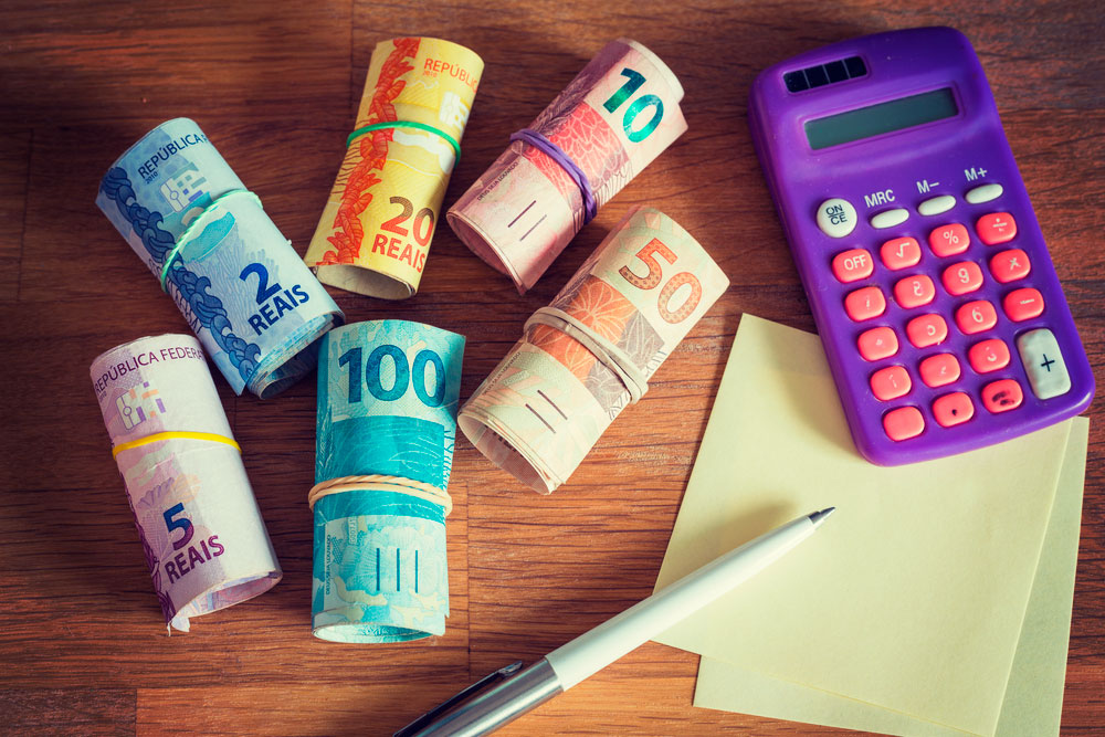 dinheiro calculadora papel - CONFIRA DICAS: 6 formas de fazer renda extra ainda neste ano