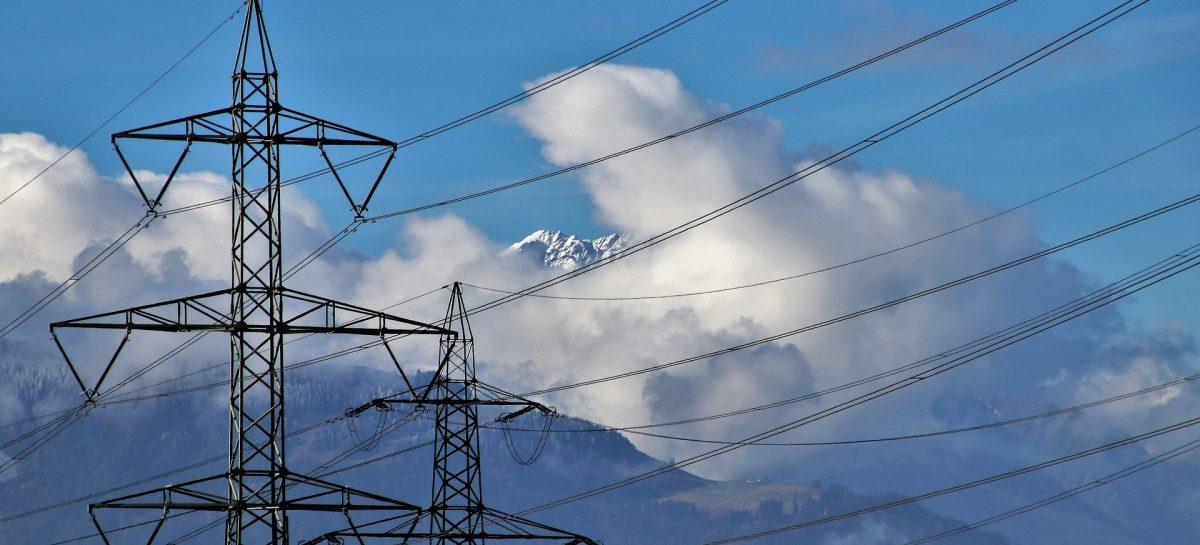 electric cables 3726599 1920 min 1200x545 c - Aneel afirma que a conta de luz pode ficar mais barata em dezembro