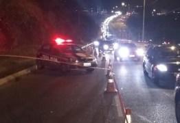 Motociclista morre após ser atropelado por carro e arrastado por caminhão, em João Pessoa