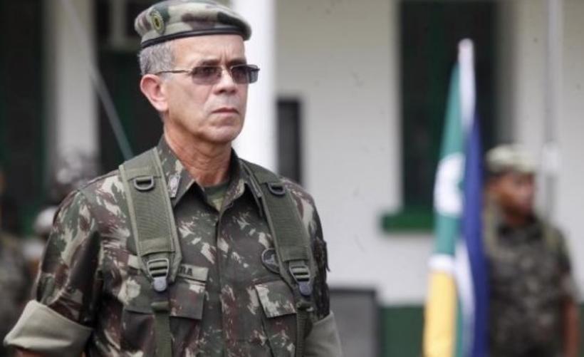 Resultado de imagem para General do Exército desiste de assumir Ministério da Infraestrutura