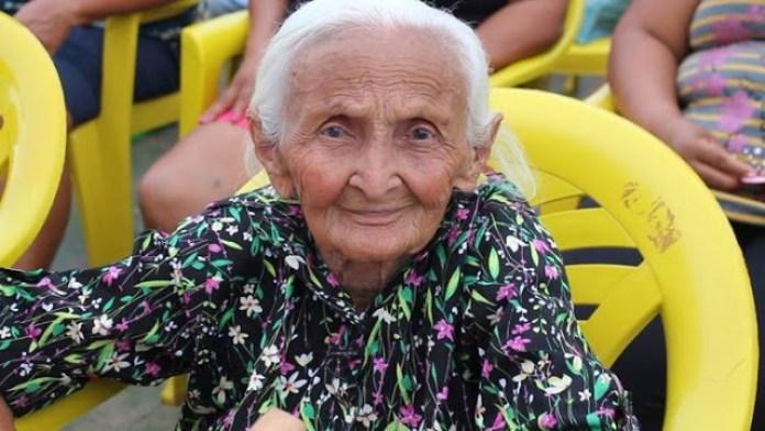 idosa2 300x169 - BARBÁRIE: idosa de 106 anos é morta a pauladas dentro da sua própria casa- VEJA VÍDEO