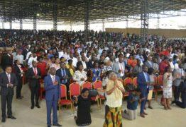 País proíbe pastores de pedir dinheiro em cultos e deve fechar mais de mil igrejas