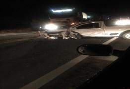 Acidente entre dois veículos deixa cinco feridos na BR-230