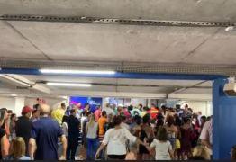 Black Friday leva dezenas de pessoas a se aglomeraram em frente ao Manaíra Shopping; Veja vídeo