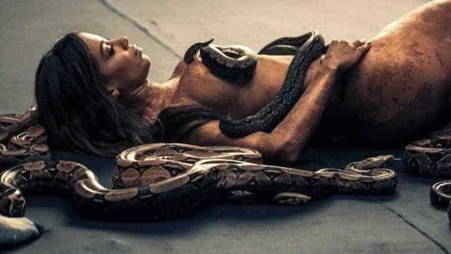 naom 5be4ab8297aeb 300x169 - VEJA VÍDEO: Anitta divulga cenas de seu novo clipe em que aparece nua