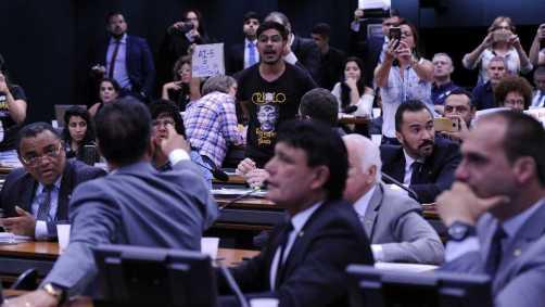 naom 5beb27dc9f307 300x169 - Comissão da Câmara tenta votar projeto Escola sem Partido nesta terça