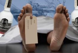 Jovem de 25 anos é dado como morto após beber demais, acorda em necrotério e retorna ao bar