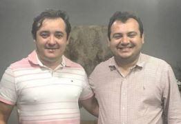 ACUSADOS DE PEDIR PROPINA A EMPRESÁRIO: Prefeito de Tavares e irmão foram levados para o 5º Batalhão da PM em João Pessoa