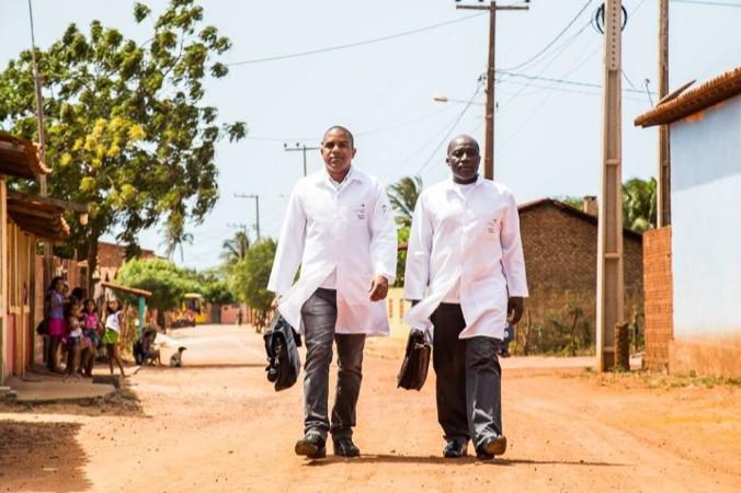 """vemdecuba1 - Governadores do Nordeste pedem a Bolsonaro solução para o """"vazio assistencial"""" de médicos cubanos"""