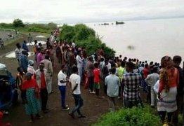 Pastor é morto por crocodilo enquanto batizava fiéis