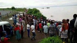xblog lake.jpg.pagespeed.ic .rqeWdFRu1t 300x169 - Pastor é morto por crocodilo enquanto batizava fiéis