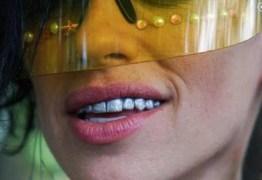 A nova moda é pintar os dentes com esmalte especial; Conheça