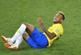 Bombeiros usam Neymar para dar instrução em caso de fogo no corpo: 'Para, cai e rebola'