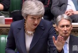 Theresa May adia votação de acordo sobre o Brexit
