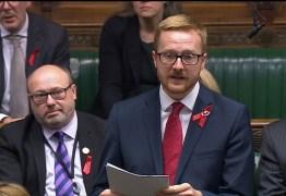 Parlamentar revela que tem HIV durante discurso na Câmara