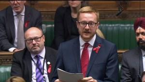 2018 11 29t185643z 1620383546 rc1569b906b0 rtrmadp 3 britain politician aids 300x169 - Parlamentar revela que tem HIV durante discurso na Câmara