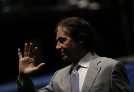 Eunício atende Renan e enterra voto aberto na sucessão do Senado