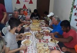 Prefeito Zé Aldemir janta com moradores de rua na Casa de Acolhimento