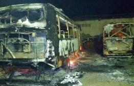 Incêndio destrói ônibus escolares de prefeitura na Paraíba
