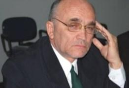 """Em Patos: Vereador denuncia que colegas votam projetos por dinheiro e se derem uma pisada no """"saco"""" ele dará nome por nome; Ouça"""