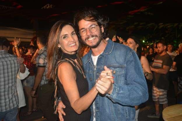BBRDs3z - Fátima Bernardes e Túlio Gadelha conversaram por 40 dias antes de 1º beijo