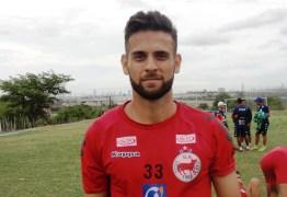 De volta: Serrano anuncia retorno do meia-atacante