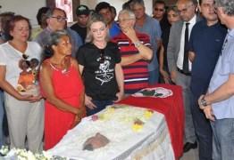 Deputado Frei Anastácio preside funerais de trabalhadores chacinados
