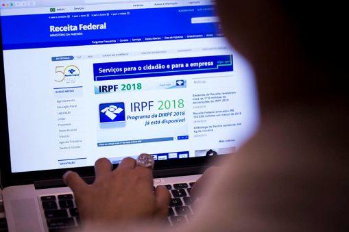 IR 2018 840x560 1 300x200 - Receita paga hoje as restituições do último lote do IRPF 2018