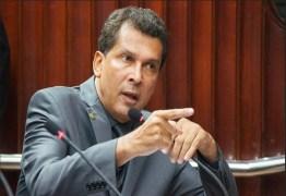 """Após Hervázio pedir fim de traíras, Ricardo Barbosa dispara: """"AFIRMAÇÃO INFELIZ E AGRESSIVA"""""""