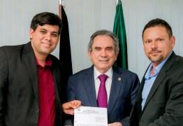 Câmara de Cabaceiras reconhece trabalho de Raimundo Lira em favor da cidade e lhe concede Título de Cidadania Cabaceirense