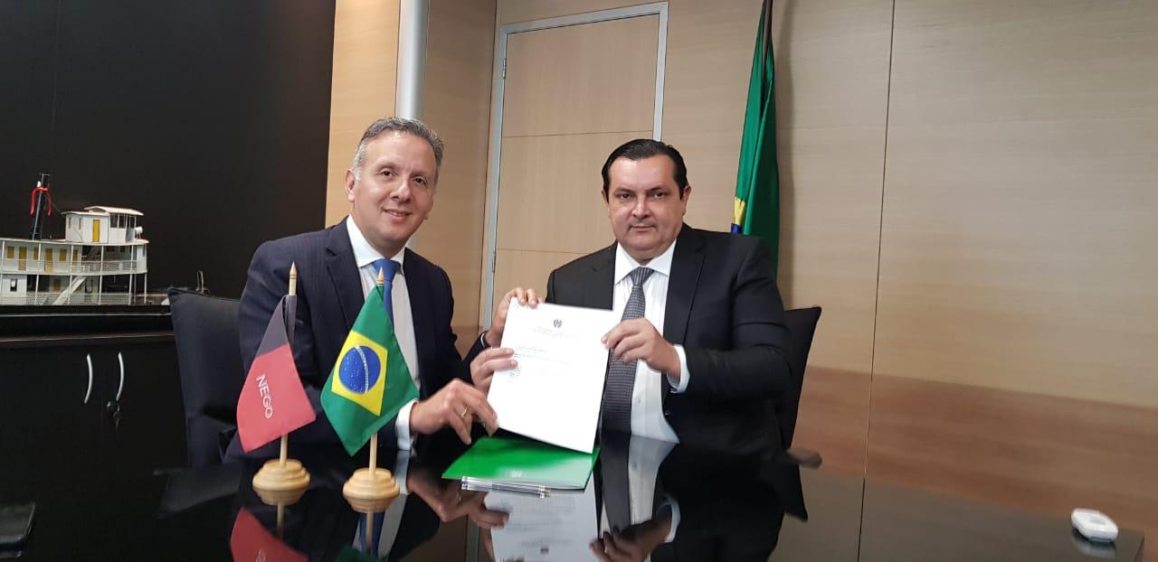 WhatsApp Image 2018 12 19 at 18.26.15 - VEJA VÍDEOS: Em Brasília, Aguinaldo Ribeiro consegue liberação de R$ 65 milhões para recuperação da barreira do Cabo Branco