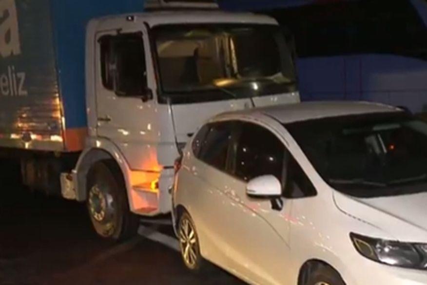 Quatro pessoas ficam gravemente feridas após acidente envolvendo seis veículos em CG