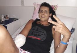 Transexual tem braço amputado após ser agredida com uma garrafa
