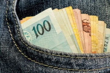 dinheiro na crise e1490131257795 - Estudo usa carteiras perdidas para testar honestidade das populações de 40 países