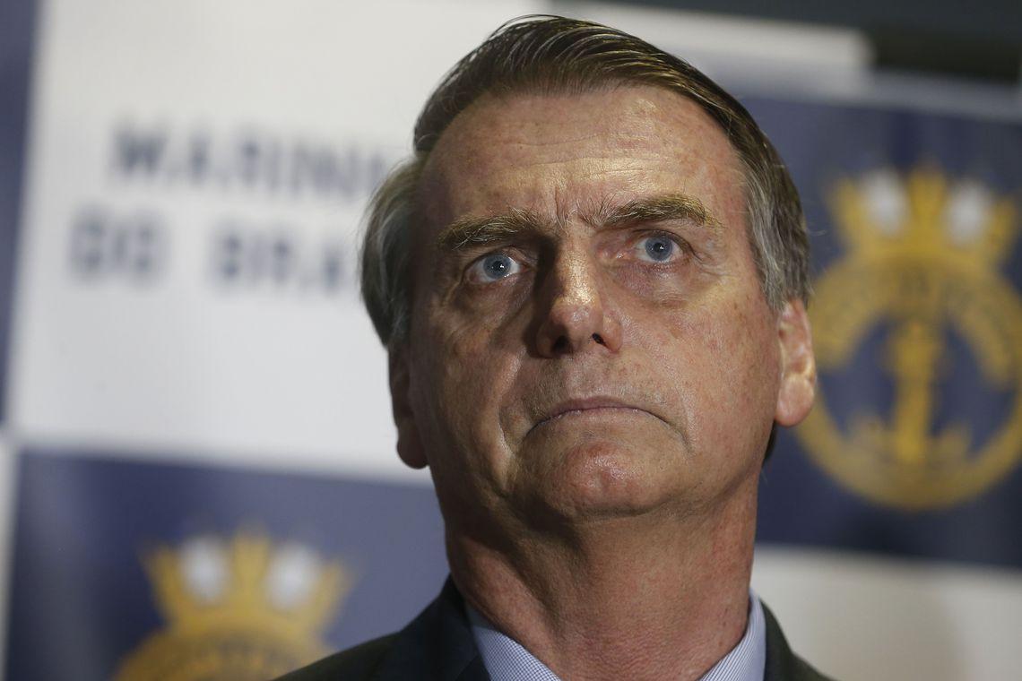 """edit tnrgo abr 0812188232 - Bolsonaro critica gastos da Caixa com """"identidade visual"""" e promete rever contratos de estatais"""