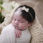fotob1 - Bebê que nasceu com mecha branca no cabelo faz sucesso desde o parto