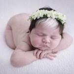 fotob2 - Bebê que nasceu com mecha branca no cabelo faz sucesso desde o parto