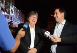 Com nova iluminação da ALPB, Gervásio e João Azevedo lançam programação natalina
