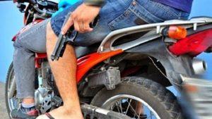 moto com arma 700x418 533x300 300x169 - Bandidos arrombam equipadora de veículos no bairro da Torre, em JP