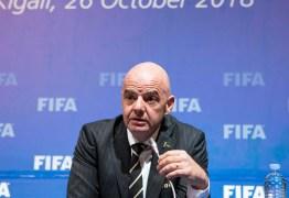 'É preciso expulsar os idiotas das torcidas', diz presidente da Fifa