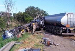 Grave acidente envolvendo ônibus de cantora deixa 1 morto e 17 feridos