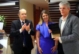 Ricardo recebe homenagem da Fecomércio e da Câmara Empresarial do Turismo