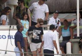 """Michele Bolsonaro usa camisa com Frase de Juíza pra Lula """"Se começar nesse tom comigo, a gente vai ter problema"""""""