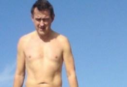 Homem que supostamente não tem órgão sexual publica fotos na internet: Confira fotos